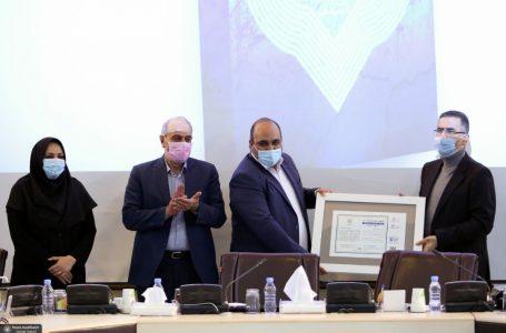 اهدای نشان «شهر دوستدار آب» به شهردار مشهد