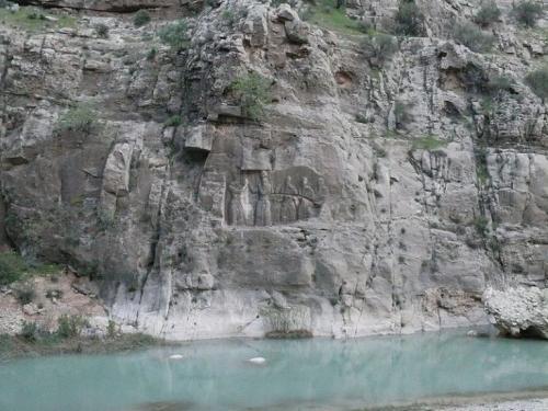 سنگ-نگاره-اردشیر-بابکان-768x576