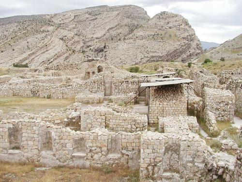 شهر-بیشاپور-768x576